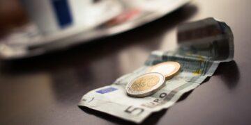 Komornicy beda mniej potrącać z emerytury ?